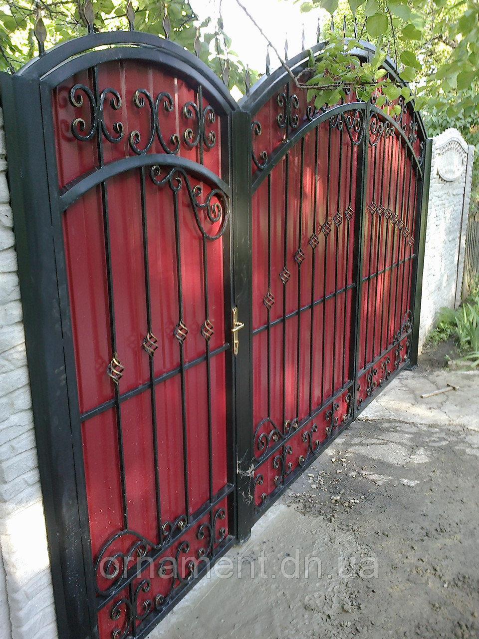 Ворота кованые зашитые профнастилом M170PR
