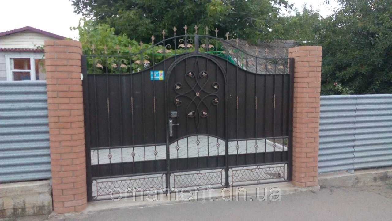 Ворота кованые + профнастил внутри калитка