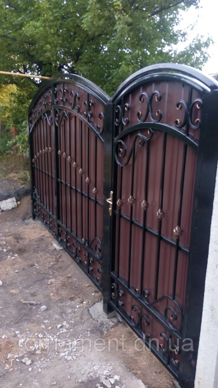 Ворота кованые зашитые профнстилом M170PR Эконом