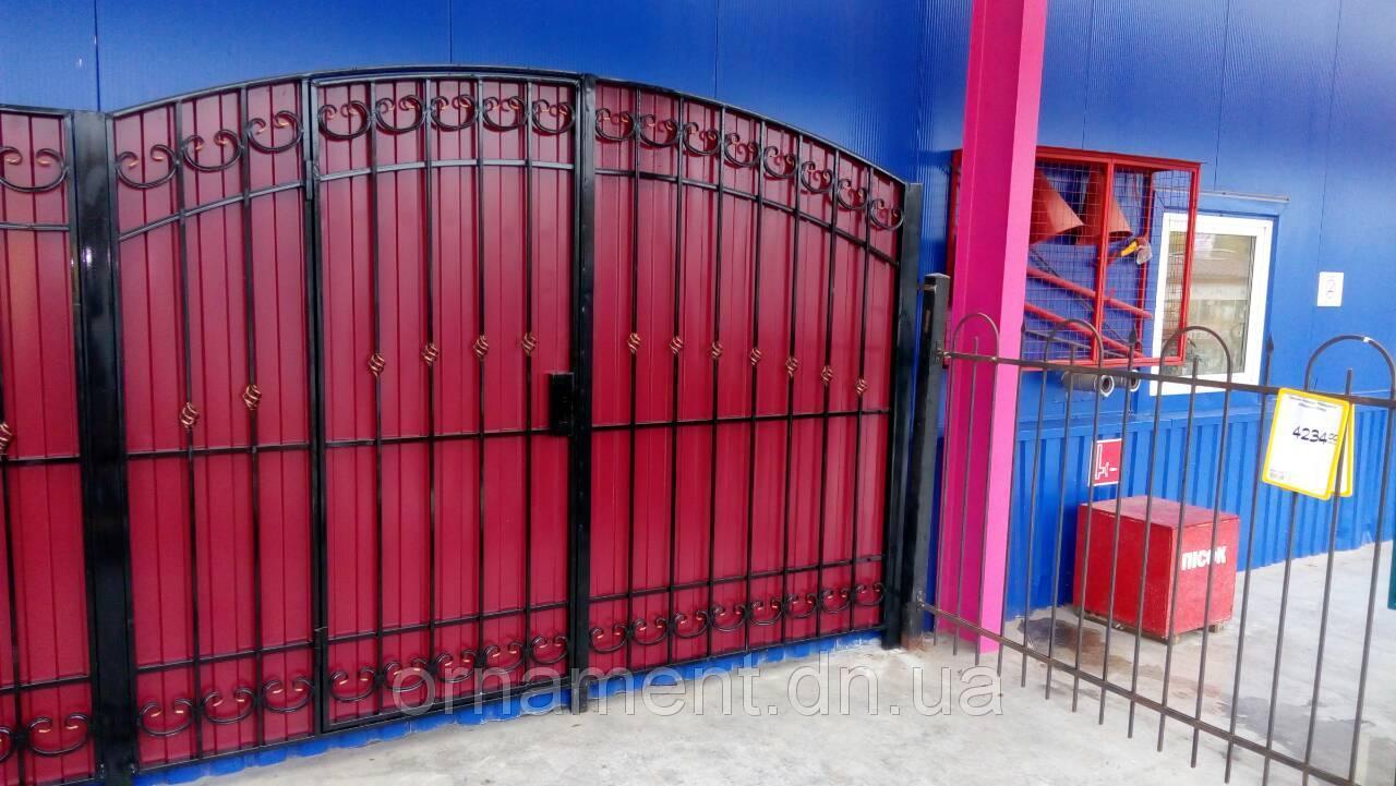 Ворота кованые + профнастил внутри калитка M95PR Супер Эконом