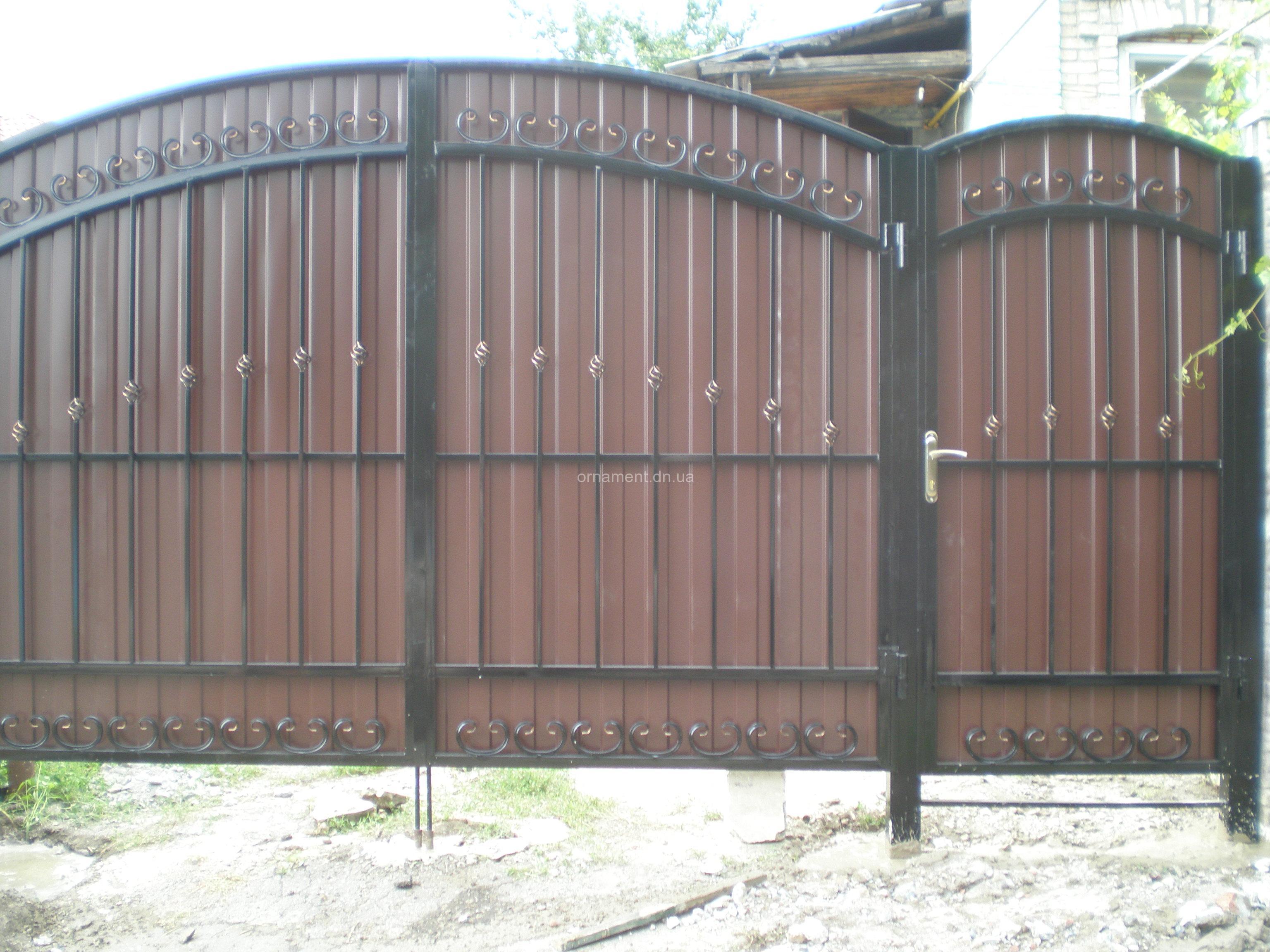 Ворота ковка + профнастил M140PR Эконом