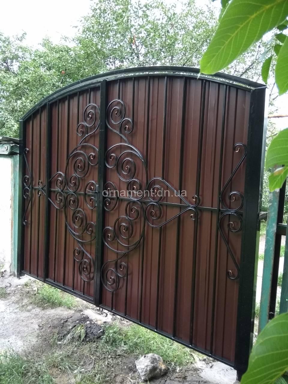 Ворота кованые + профнастил внутри калитка M110PR СУПЕР ЭКОНОМ