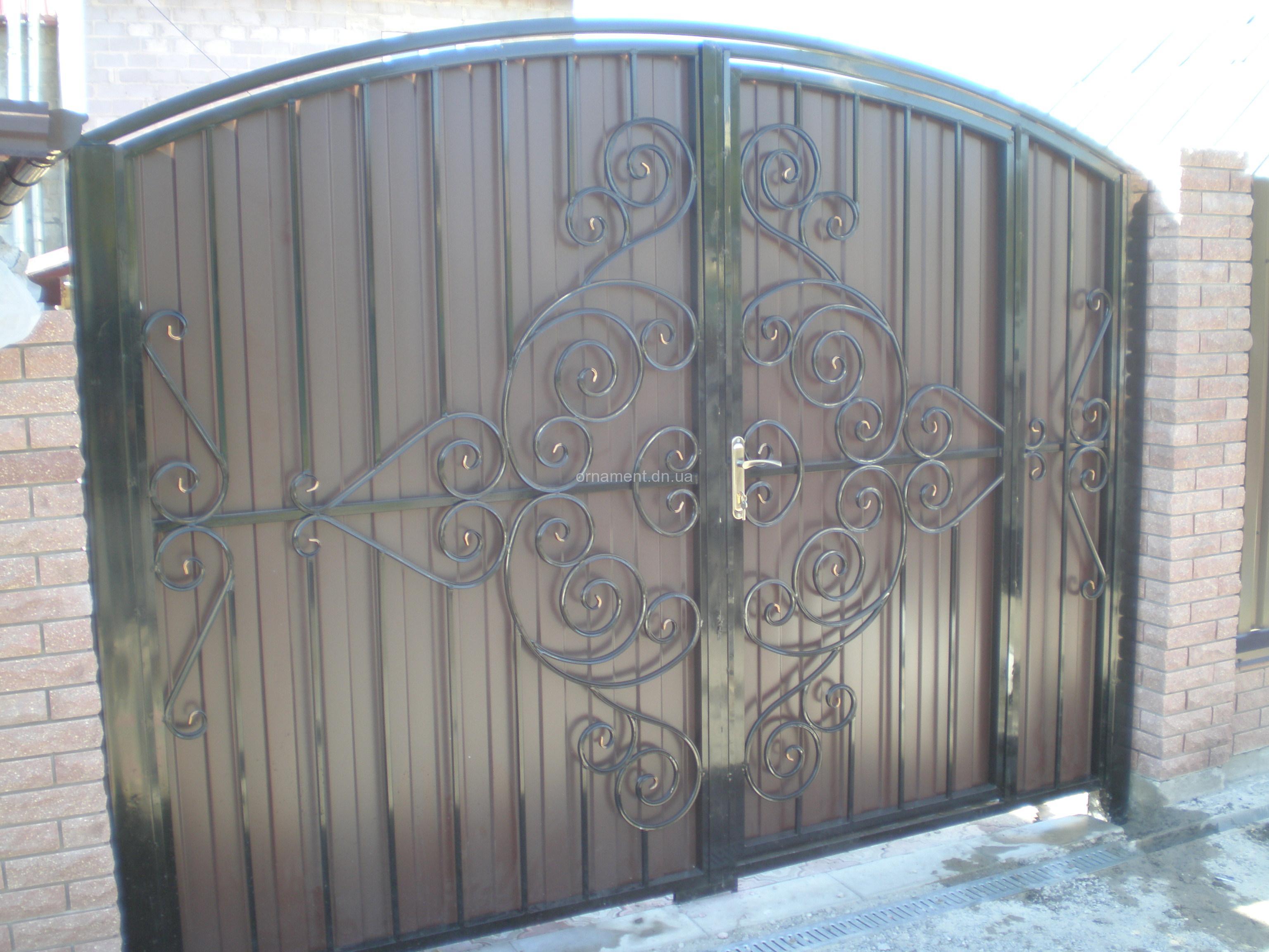 Ворота кованые + профнастил внутри калитка M110PR Эконом